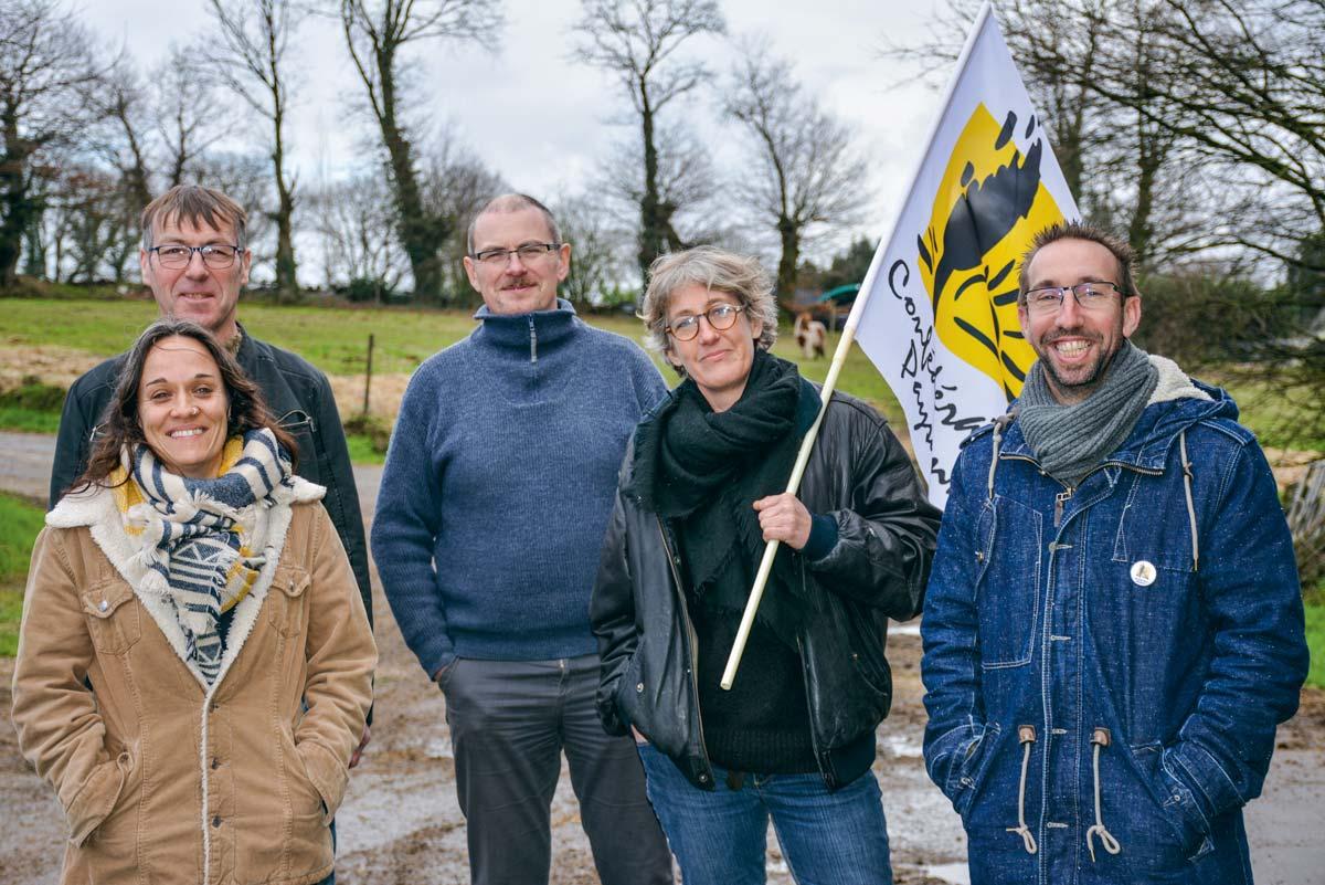 De droite à gauche: Nicolas Girod, éleveur dans le Jura (production de Comté et de Morbier), avec Euriell Coatrieux, Ludovic Massard, Philippe Oliveux et Soazig Le Bot.