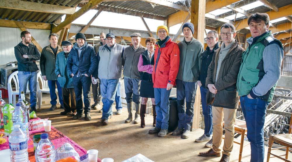 Des candidats de la liste CR 35 et des sympathisants lors d'une réunion publique le vendredi 18 janvier à Trans-la-Forêt.