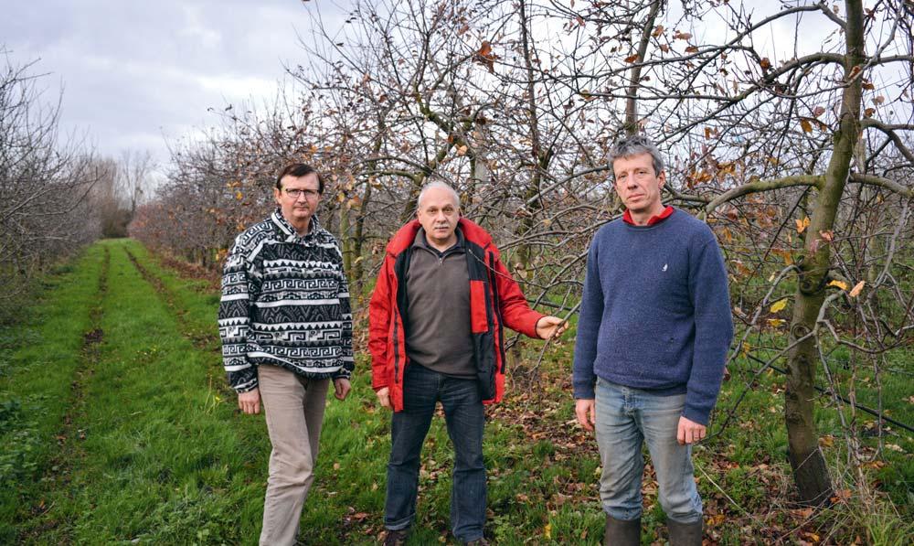 De g. à dr. : Claude Pecheux, (Trédaniel), Dominique Biche (Chambre d'agriculture) et Xavier Doussinault (Plestan).