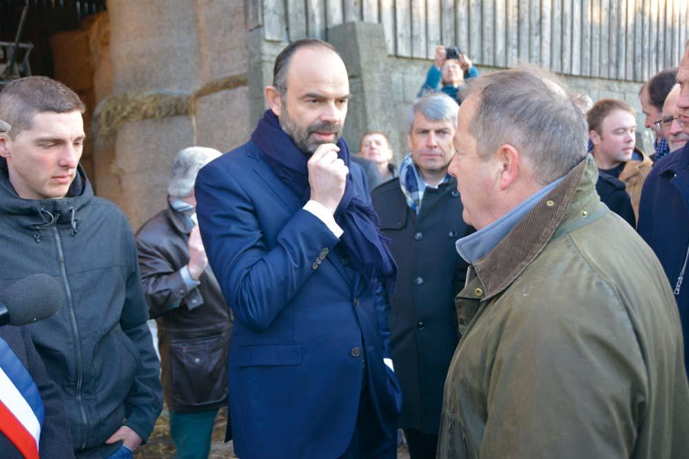 Le Premier Ministre Edouard Philippe a démarré sa visite en Bretagne par l'exploitation de Jean-Hervé Caugant, à Dinéault (29).