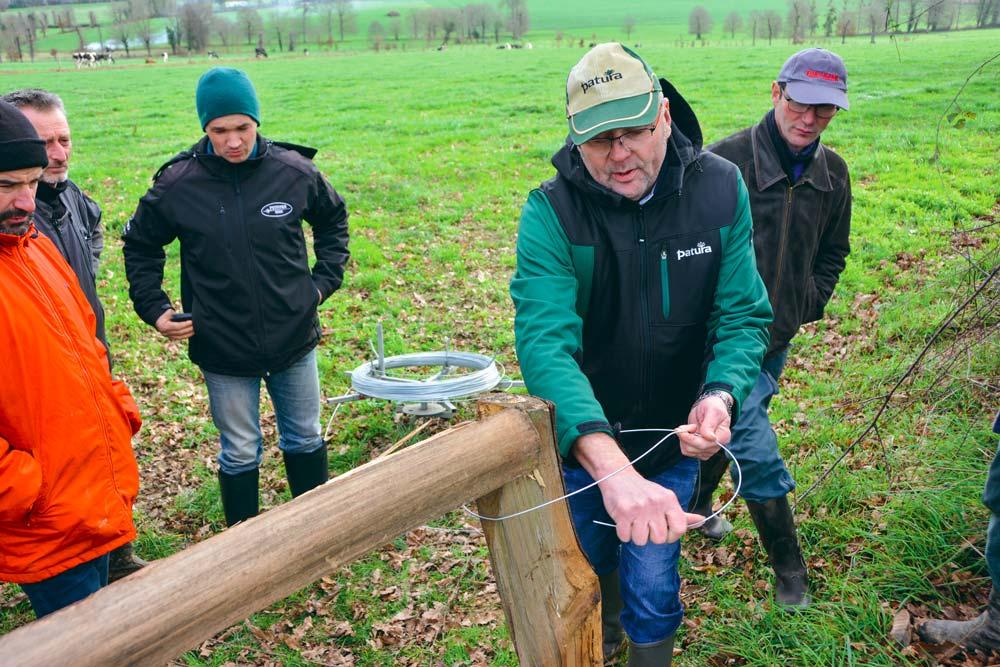 Olivier Dauloudet a rappelé les grands principes des clôtures électriques, avant de passer à la pratique du montage, en parcelle.