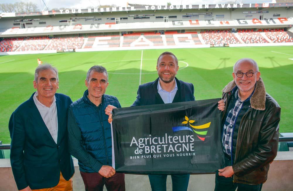 Jean-Paul Le Métayer, Gilles Bars, Bertrand Desplat, Marc Janvier dans le stade du Roudourou à Guingamp.