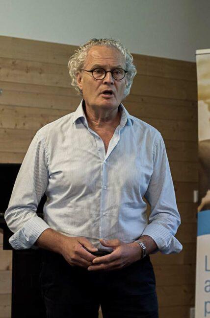 Marc Delacroix, vétérinaire spécialiste des boiteries, forme au parage au CFPPA du Rheu (35).