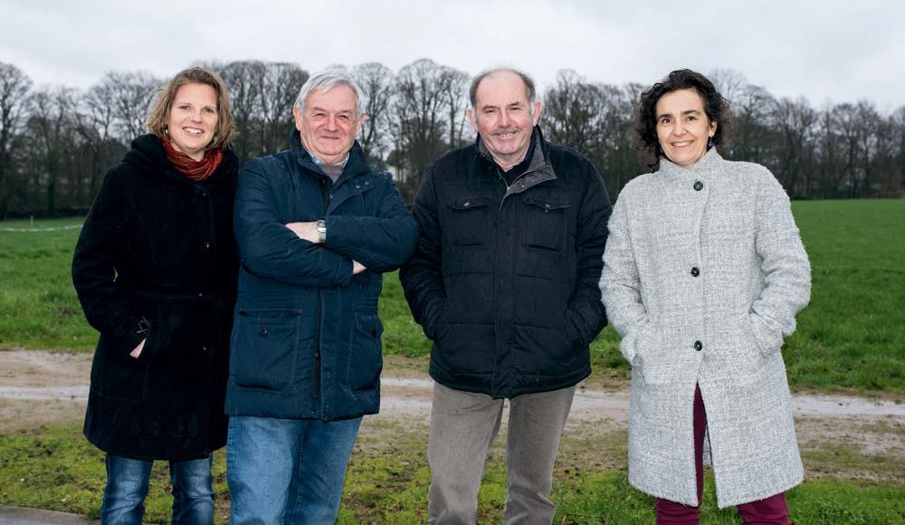 Les représentants de Solidarité Paysans Bretagne à Quessoy (22) : Claire Scrignac (salariée), Fernand Cabaret (administrateur), Raymond Robic (co-président) et Elisabeth Chambry (directrice).