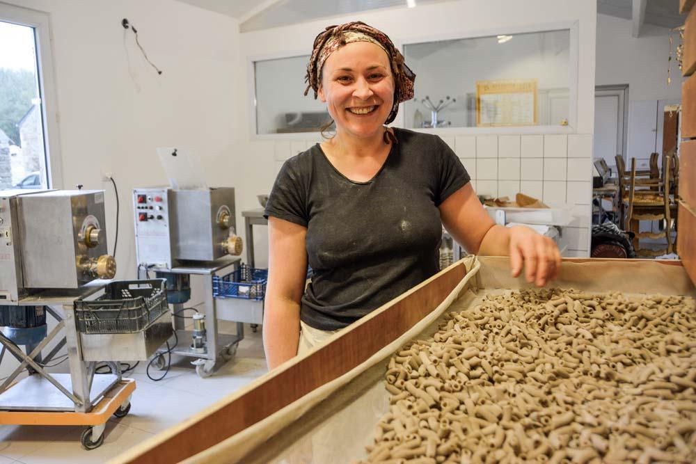 Maha Creac'h est installée à Plouvorn (29), où elle fabrique diverses pâtes à base de matières premières locales.