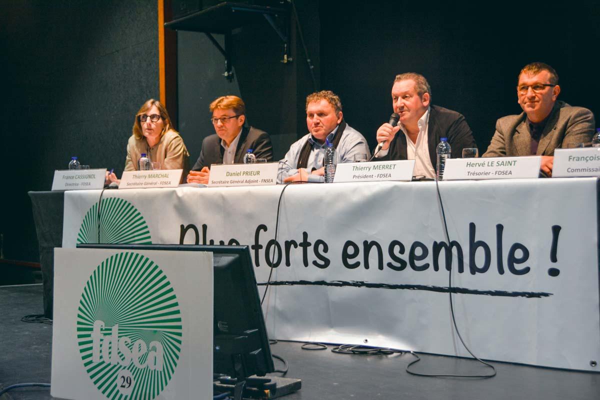 Daniel Prieur, au centre, a participé à l'assemblée générale de la FDSEA 29. Il est secrétaire général adjoint à la FNSEA.