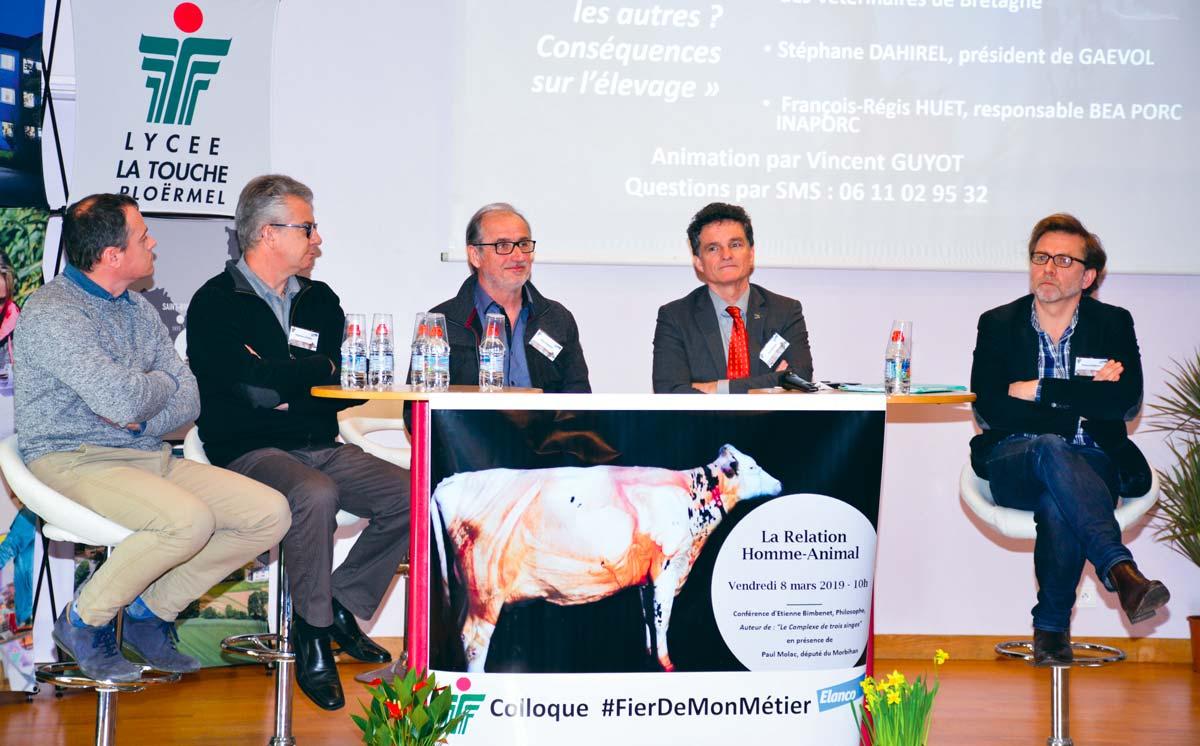 De gauche à droite: François Régis Huet, Inaporc, Stéphane Dahirel, Gaévol, Alain Panaget, Conseil régional de l'ordre des vétérinaires de Bretagne, Paul Molac, député, et Étienne Bimbenet, philosophe.
