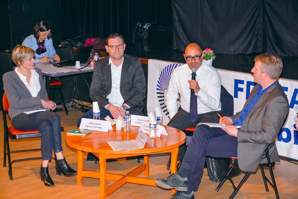 Olivia Ruch, François Valy, François Cassignol et Luc Smessaert, ont évoqué le thème de la communication, lundi dernier, à Locoal-Mendon.