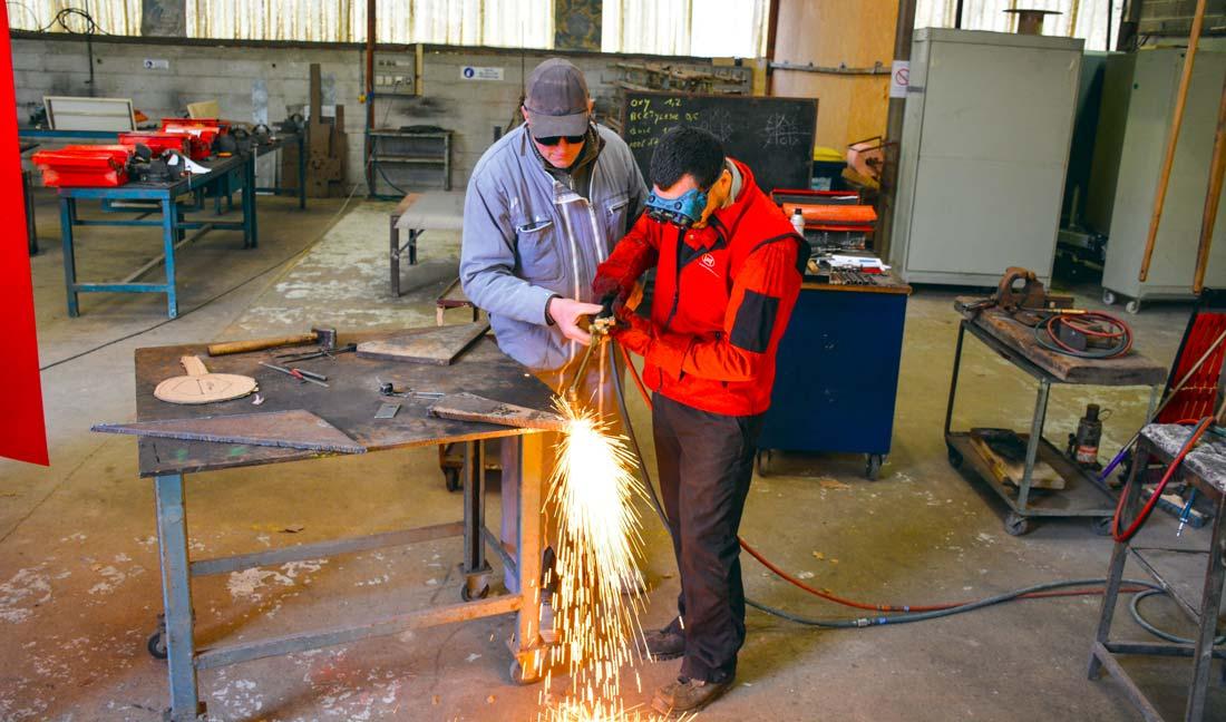 Un module « travail des métaux et soudure » est au programme de la formation.