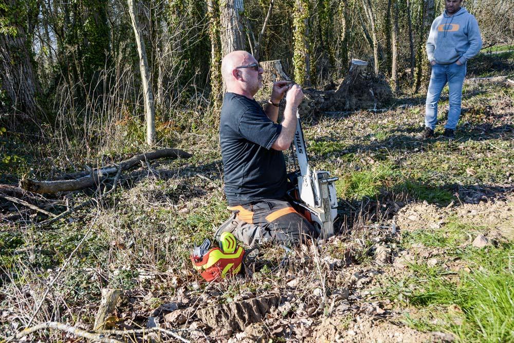 Christophe Noel a apporté son expérience en matière d'abattage, mais aussi de consignes de sécurité et d'entretien de la tronçonneuse.