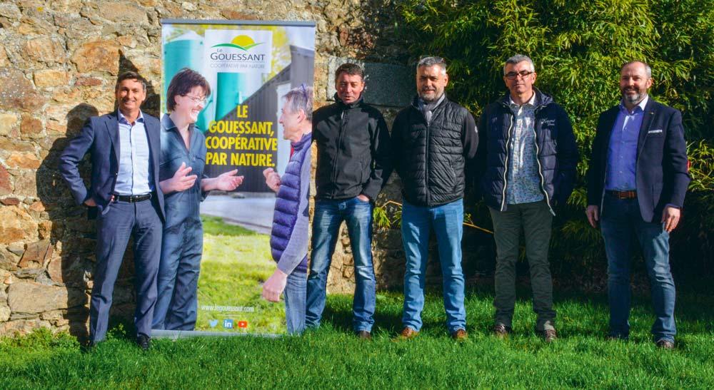 Éleveurs et responsables de la section porc de la coopérative Le Gouessant, lors de l'annonce de à Plestan (22), vendredi 8 mars.