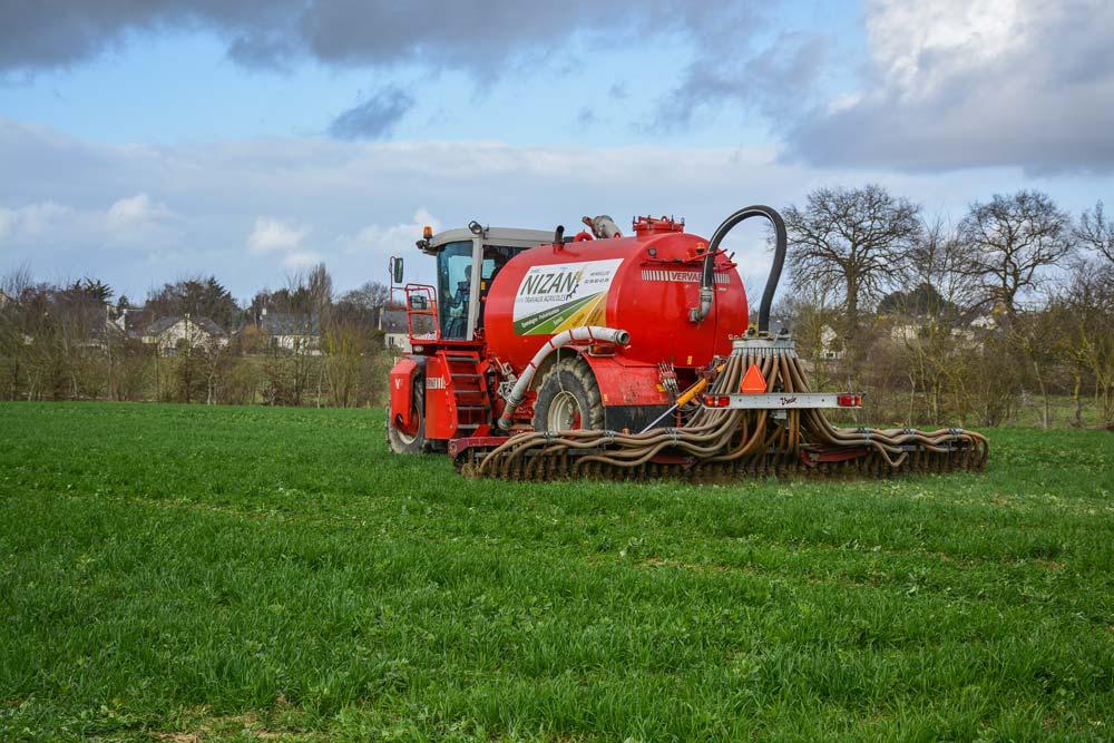 L'automoteur réduit le tassement du sol et favorise la valorisation du lisier par les cultures.