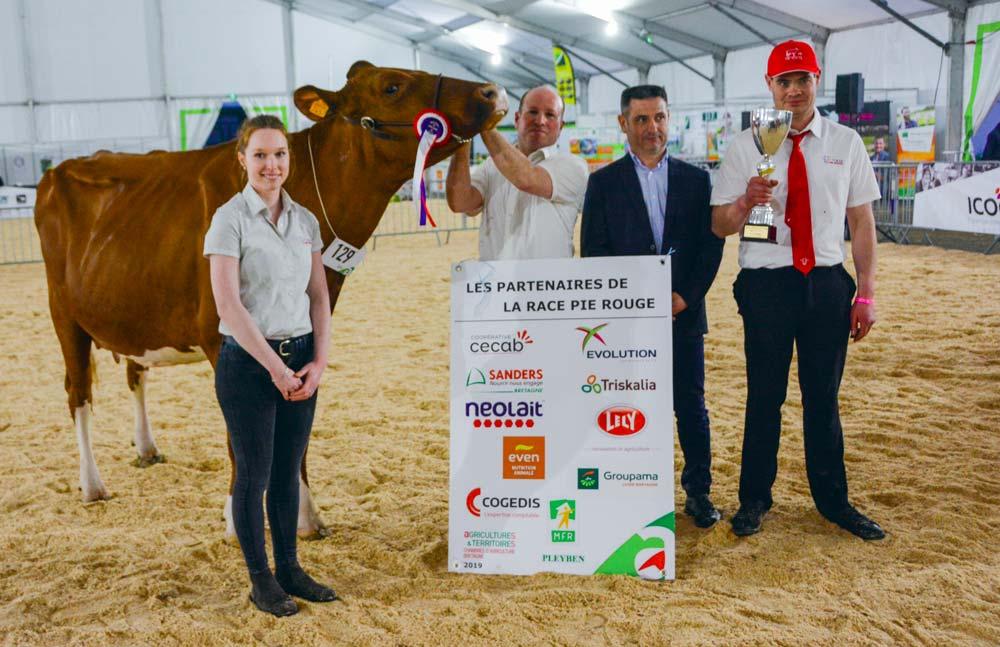 Xavier Rannou, à droite, gagne ce concours Pie Rouge avec Luna.