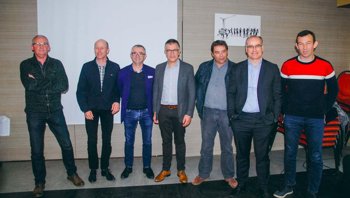 Les administrateurs territoriaux de Sodiaal entouraient le président, Damien Lacombe, et le directeur général de Sodiaal Nutrition, Olivier Pierredon, lors de la présentation de la stratégie de la coopérative suite à l'acquisition des activités de séchage de l'usine de Carhaix.