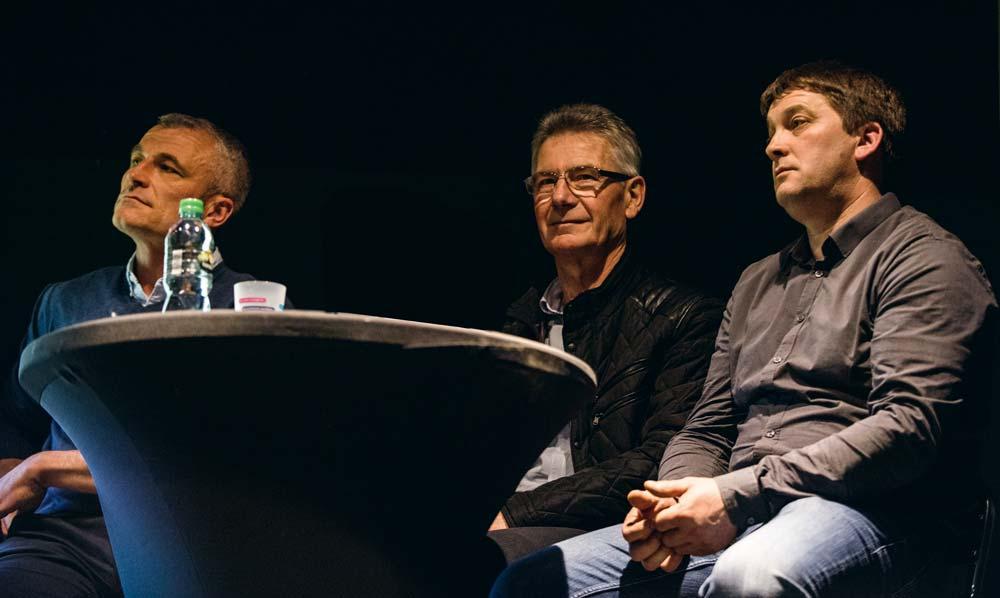 De g. à dr., Pierre Rouault (associé du Gaec des Landelles à Plaine-Haute), Michel Hinault (maire d'Yffiniac), Pascal Prido (agriculteur et maire du Foeil) ont témoigné à Plédran.