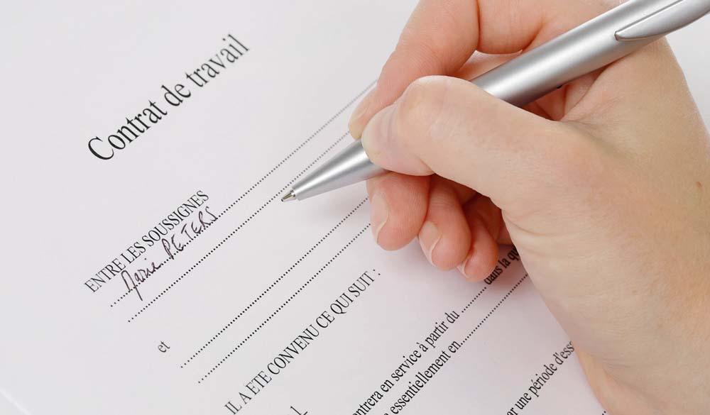 Le contrat doit être signé dans les deux jours suivant l'entrée de prise de fonction.