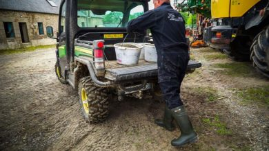 Photo of John Deere Gator XUV865M : Le compagnon idéal de l'éleveur laitier ?