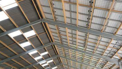 Photo of Le courant des panneaux solaires alimente les robots de traite